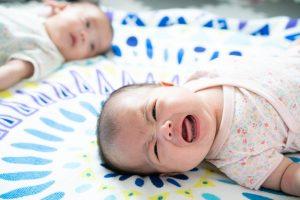 二人の赤ちゃんの夜泣き
