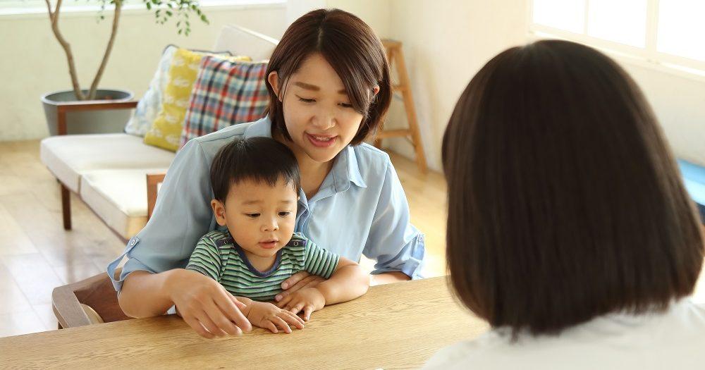 1saiくらいの男の子と母親